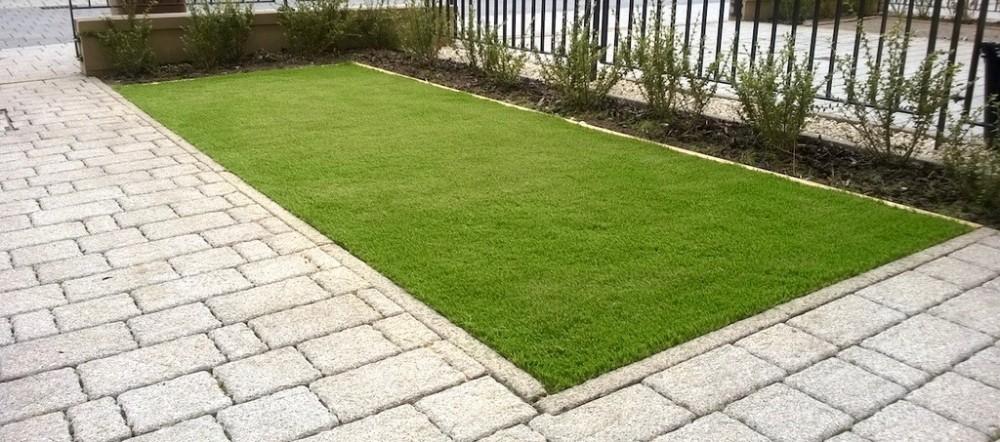 artificial lawn services, Edinburgh, lawn services, garden design Edinburgh, Paul Church gardens, grass.