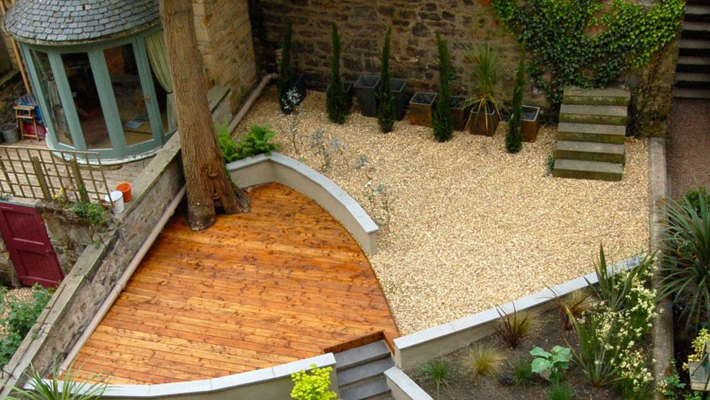 Dividing the outside space, creative garden design